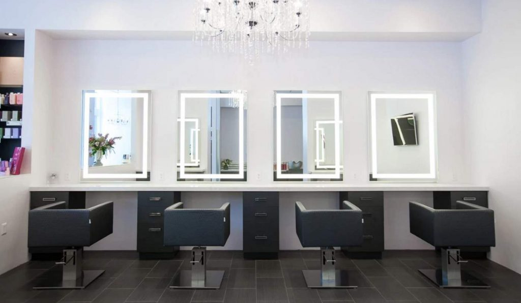 Types Of Makeup Mirror With Lights That You Can Use In Your Salon
